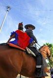 Junte el montar a caballo en la feria de Sevilla, Andalucía, España Fotos de archivo
