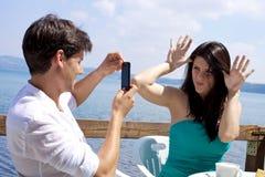 Junte jugar mientras que toma el cuadro en un lago Imagen de archivo libre de regalías