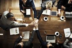 Junte-se ao acordo da parceria das mãos que encontra o conceito incorporado fotografia de stock royalty free