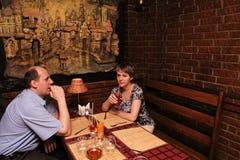 Junto en restaurante Foto de archivo