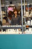 JUNWEX-Moskva 2014 arbeten för ung kvinna på utställningen Royaltyfria Bilder
