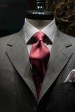 Jupe grise avec la relation étroite rouge Images stock