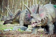 Jurassic dinosaurier på djungeln royaltyfria bilder