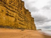 Jurassic klippor på den västra fjärden Dorset i UK Arkivfoton