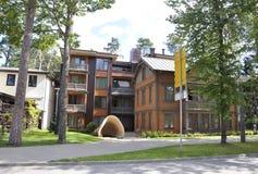 Jurmala, am 23. August 2014 - Sommer-Haus fom Jurmala-Erholungsort in Lettland lizenzfreie stockbilder