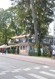 Jurmala, el 23 de agosto de 2014 - centro turístico de Jurmala del fom de la casa de verano en Letonia Imagen de archivo