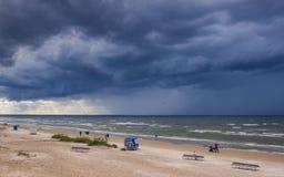 Jurmala Latvia, Sierpień, - 12, 2018: Piaskowata plaża w Jurmala Obrazy Stock