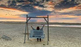 Jurmala, Letónia - 30 de julho de 2017: Sandy Beach em Jurmala Imagens de Stock Royalty Free