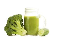 Jus avec le brocoli et le concombre Photographie stock libre de droits