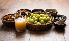 Jus d'Amla ou d'avla, conserves au vinaigre, supari, murabba, chyawanprash Image libre de droits