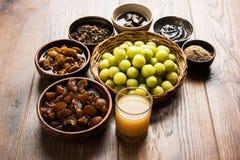 Jus d'Amla ou d'avla, conserves au vinaigre, supari, murabba, chyawanprash Image stock