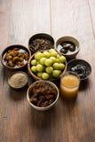 Jus d'Amla ou d'avla, conserves au vinaigre, supari, murabba, chyawanprash Images libres de droits