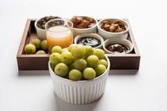 Jus d'Amla ou d'avla, conserves au vinaigre, supari, murabba, chyawanprash Photo libre de droits