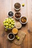 Jus d'Amla ou d'avla, conserves au vinaigre, supari, murabba, chyawanprash Photographie stock