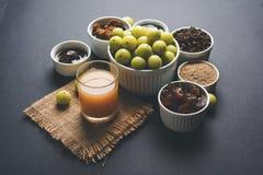 Jus d'Amla ou d'avla, conserves au vinaigre, supari, murabba, chyawanprash Photographie stock libre de droits