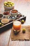 Jus d'Amla ou d'avla, conserves au vinaigre, supari, murabba, chyawanprash Photos libres de droits