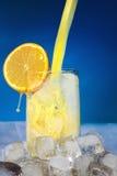 Jus d'orange avec de la glace. Photo stock