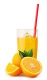 Jus d'orange avec de la glace et des oranges Photographie stock libre de droits