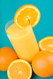 Jus d'orange avec la part de l'orange Photo stock