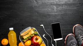 Jus d'orange avec les sandwichs et le fruit Photos libres de droits