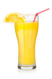 Jus d'orange dans une grande glace Photos stock