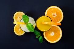 Jus d'orange en limonade met munt royalty-vrije stock foto