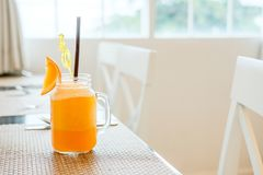 Jus d'orange en verre de vintage Images libres de droits