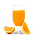 Jus d'orange et orange d'isolement sur le fond blanc Images stock