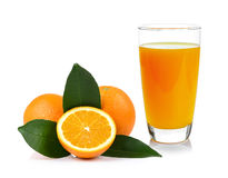 Jus d'orange et orange d'isolement sur le fond blanc Images libres de droits