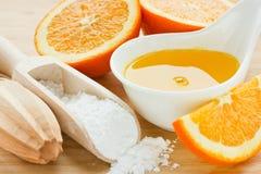 Jus d'orange et sirop de sucre d'or pour la pâtisserie photo stock