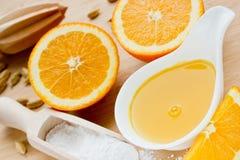 Jus d'orange et sirop de sucre pour la cuisson Image stock