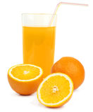 Jus d'orange et tranches d'orange d'isolement sur le blanc Photo libre de droits