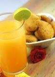Jus d'orange met Koekjes royalty-vrije stock afbeelding