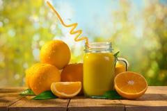 Jus d'orange met vruchten stock foto