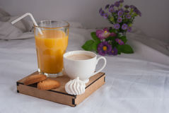 Jus d'orange pour le déjeuner Photos stock