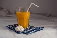 Jus d'orange voor ontbijt Royalty-vrije Stock Afbeelding