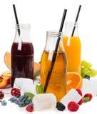 Jus de detox et fruits frais d'été Images stock