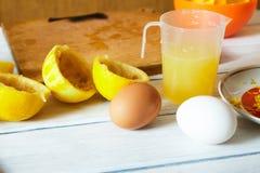 Jus de expulsion d'un citron photographie stock