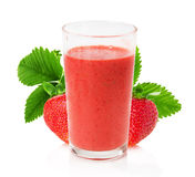 Jus de fraise avec des fraises sur le fond blanc Photo libre de droits