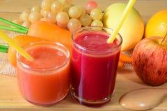 Jus de fruit mélangé frais photographie stock libre de droits