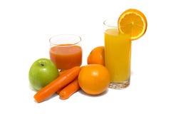 Jus de légume frais avec la pomme et l'orange de carotte Photos stock