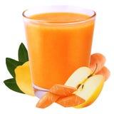 Jus de la carotte et de la pomme de citron d'isolement sur le fond blanc Photos stock