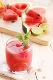 Jus de limette sain de pastèque et pastèque fraîche Image libre de droits