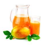 Jus de mangue avec le fruit de mangue Images libres de droits