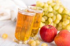 Jus de raisin et de pomme photographie stock