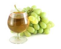 Jus de raisins avec des raisins image stock