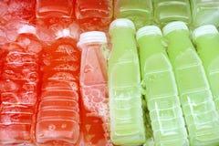 Jus frais dans la bouteille, goyave Photos stock
