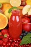 Jus frais des fruits rouges Photo libre de droits