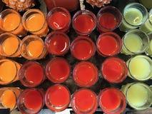 Jus rouges, jaunes et verts Photographie stock libre de droits