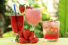 Jus, soude et smoothie de fraise photos stock